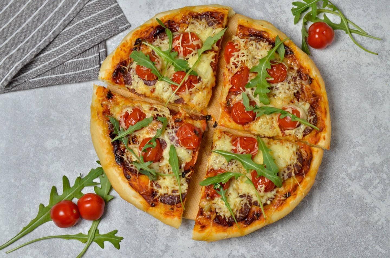 Очень вкусное дрожжевое тесто для пиццы, как готовят в пиццерии - 6 рецептов с фото
