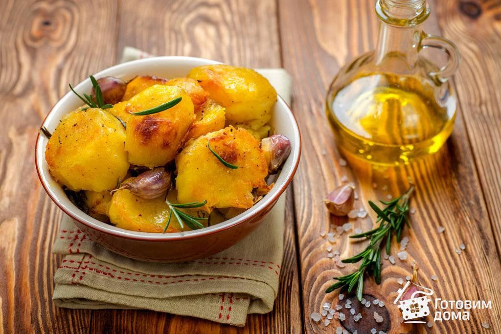 Как вкусно запечь картошку с чесноком и розмарином