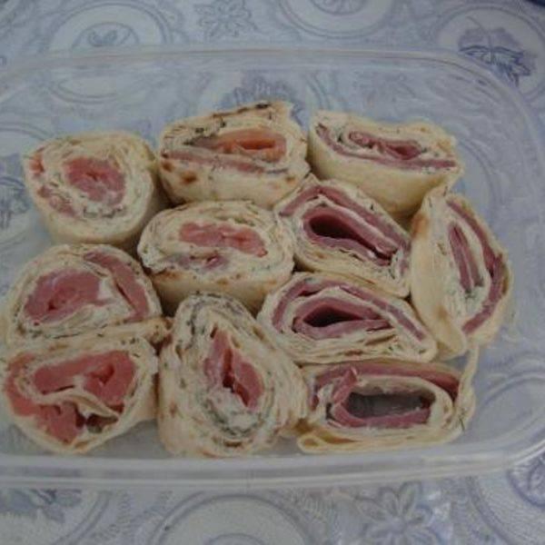 Бутерброды с пастой из авокадо и помидорами, рецепт с фото