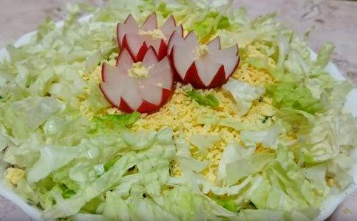 Быстрый салат из пекинской капусты с балыком и сыром фета к праздничному столу