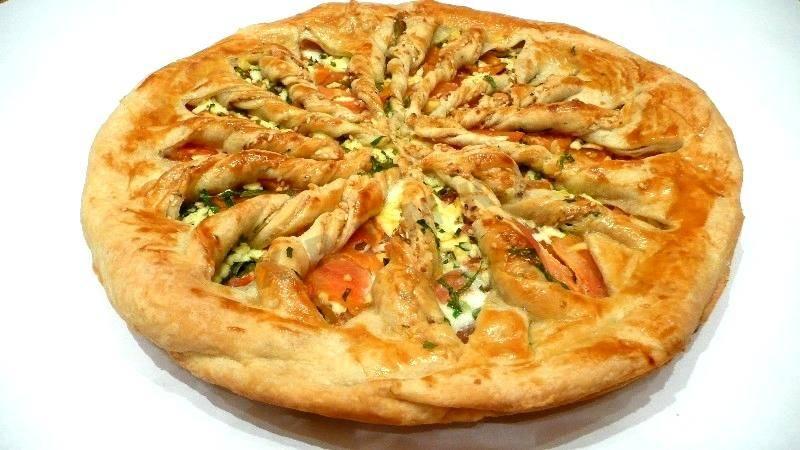 Греческий пирог с брынзой и зеленью (тиропита)