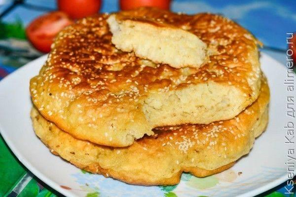Лепешки на сковороде с кунжутом