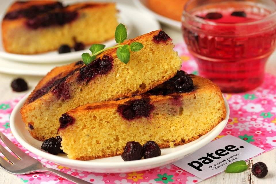 Кукурузный пирог с ягодами
