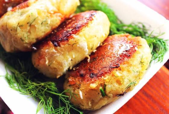 Рецепт картофельных зраз сфаршем: разнообразие начинок ипримеры отменных подливок