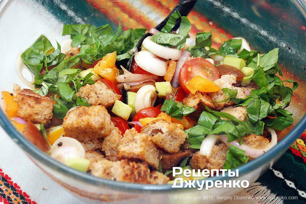Хлебный салат с помидорами «панцанелла»
