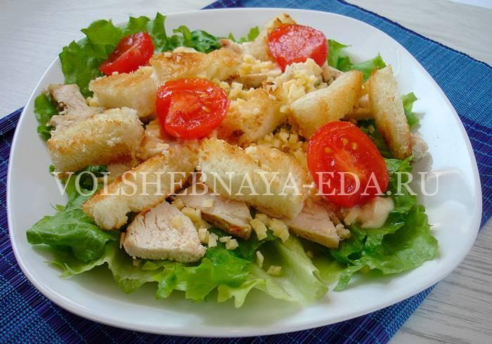 Салат цезарь с курицей в домашних условиях