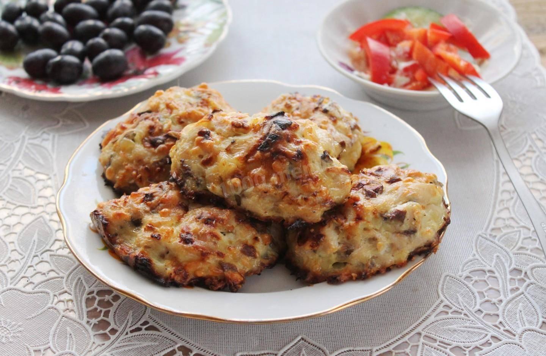 Самые вкусные и сочные куриные котлеты в духовке: 16 лучших рецептов