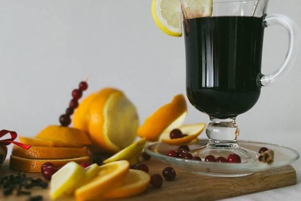 Белый глинтвейн – как приготовить глинтвейн из белого вина, рецепт с медом, апельсином и яблоками, пошагово с фото