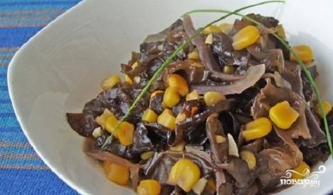 Салат с миксом японских водорослей  и древесными грибами