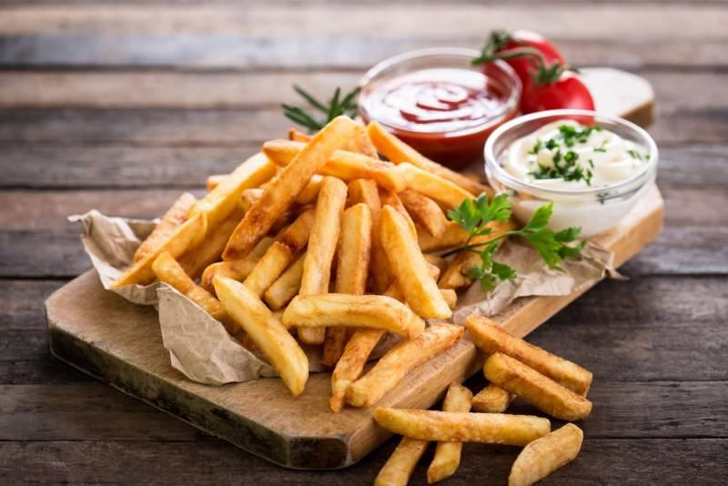 Картошка фри в электродуховке. картошка фри: лучшие рецепты приготовления на сковороде, в духовке, мультиварке, микроволновке? как нарезать и сколько жарить свежую и замороженную картошку фри