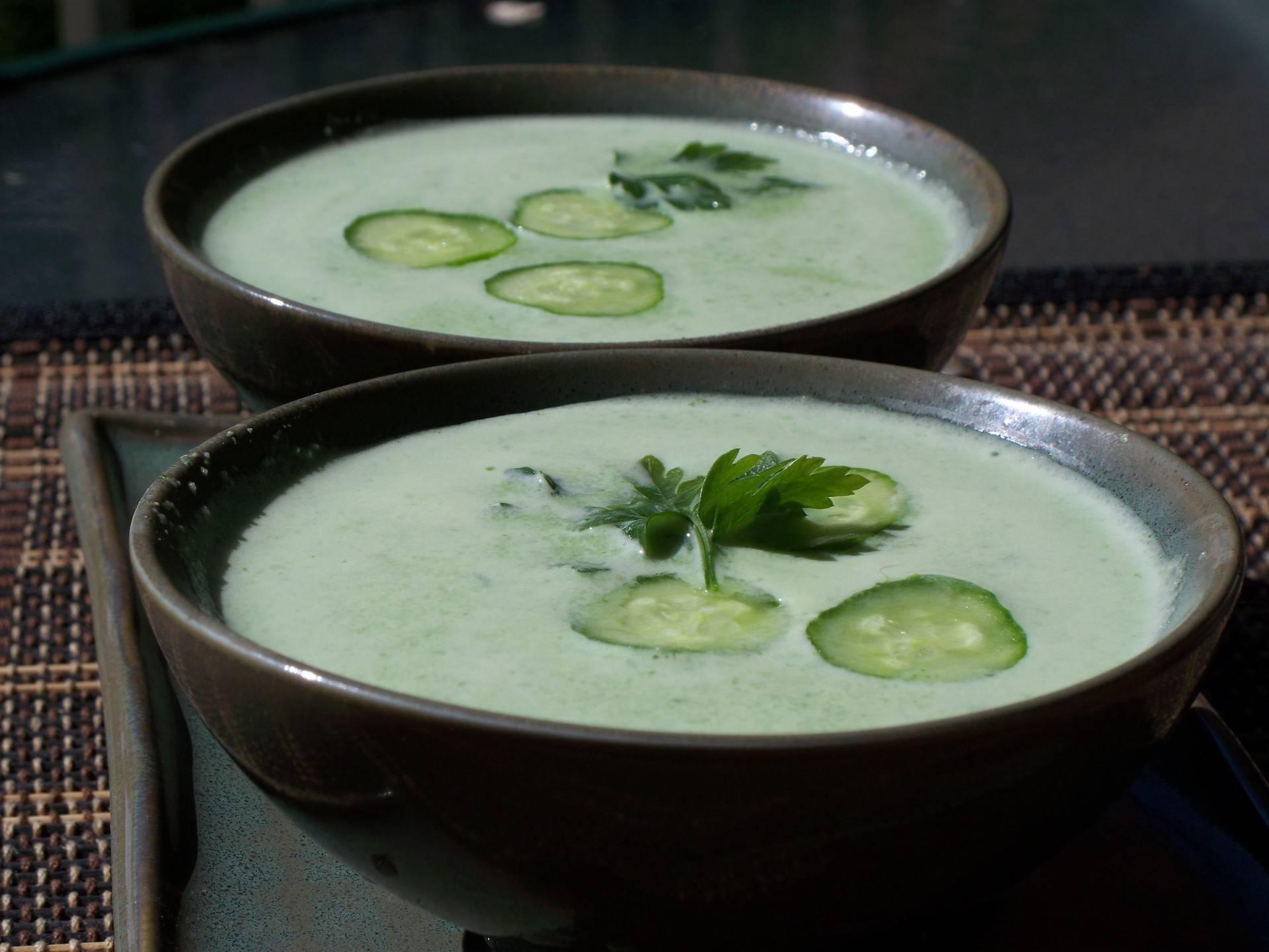 Летний холодный суп из кефира