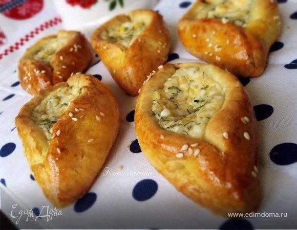 Готовим пирог с ароматной зеленью и творогом — 4 рецепта на выбор