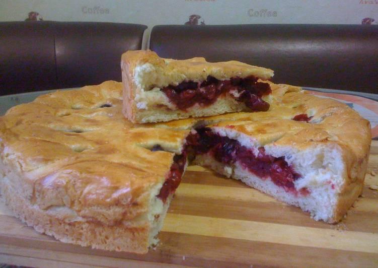 Вишнёвый пирог из сладкого дрожжевого теста. рецепт с пошаговыми фото
