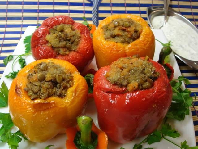 Болгарский перец, фаршированный рисом и овощами