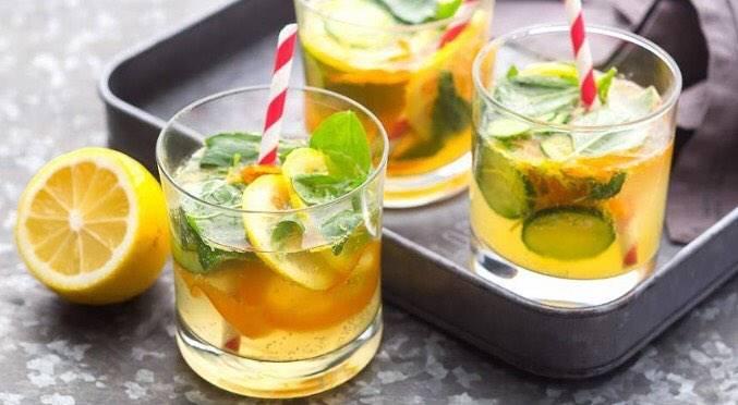 Лимонад из клубники и базилика