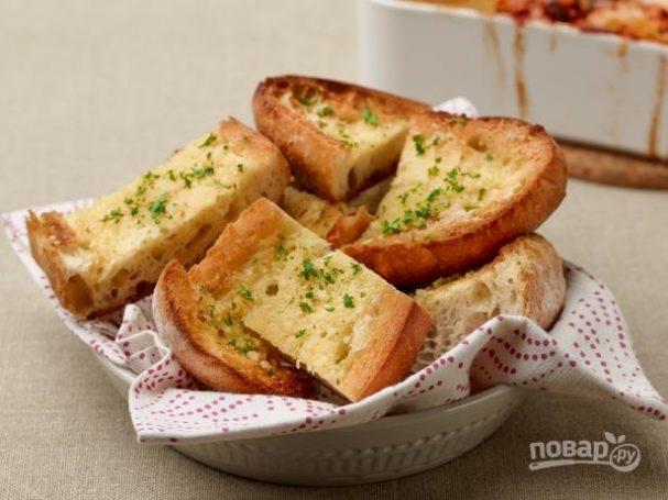 Домашние сухарики с сыром и чесноком