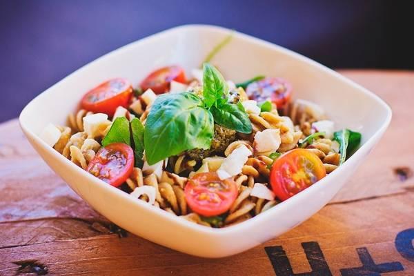 Итальянский овощной салат со спагетти