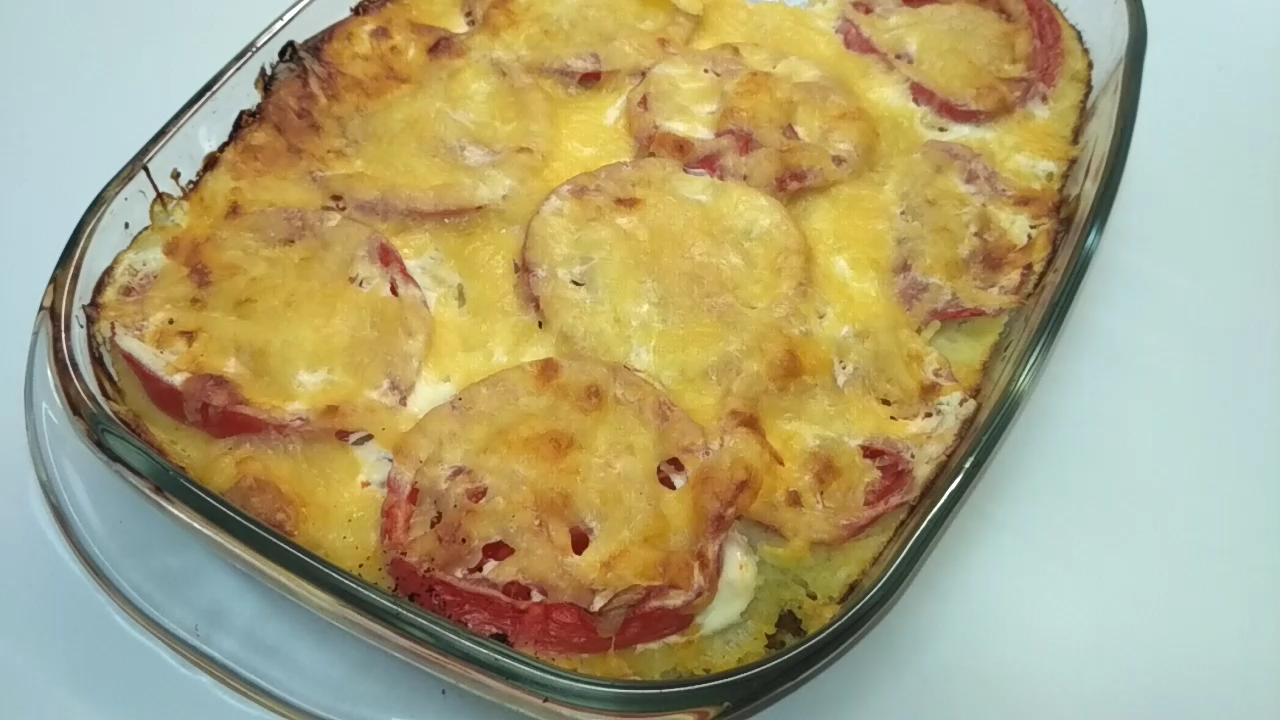 Картофельная запеканка с курицей, сыром и оливками