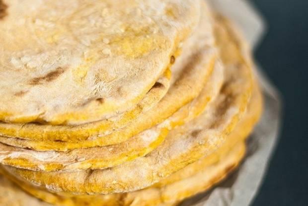 Пшеничная лепешка с кунжутом