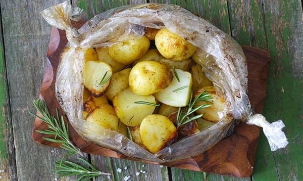 Картофельная запеканка с курицей в рукаве