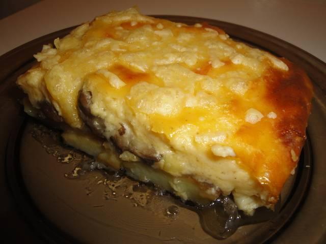 Картофельная запеканка с грибами, луком и сыром в духовке