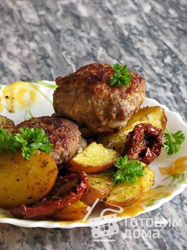 Тефтели с грибным соусом и картофелем по-деревенски простой домашний рецепт пошагово с фото