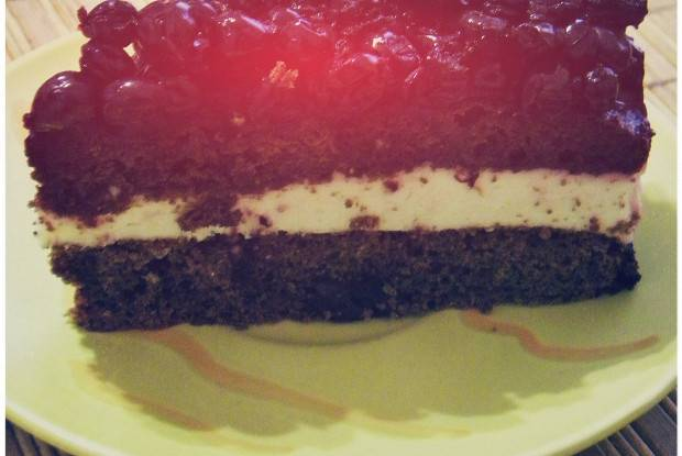 Йогуртовый торт с черной смородиной