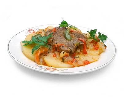 Картошка с тушенкой - оригинальные рецепты простых бюджетных блюд