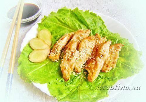 Корейский салат с куриной грудкой кунжутом, огурцами
