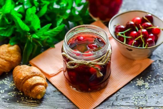 Вишня в собственном соку на зиму - лучшие рецепты вкусной домашней консервации