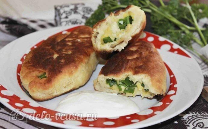 Пирожки жареные с зеленым луком и яйцом дрожжевые