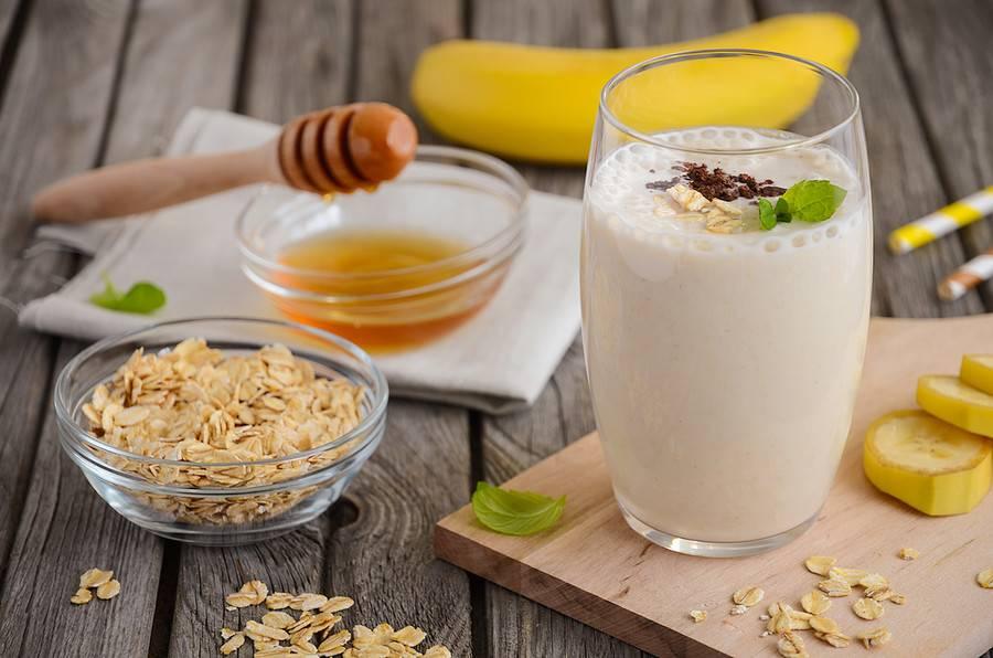 Быстрый кефирно-фруктовый смузи на завтрак