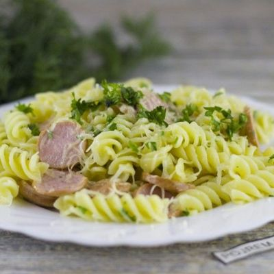 Тушеная капуста с сосисками на сковороде, в мультиварке, духовке - рецепты с картошкой и фасолью