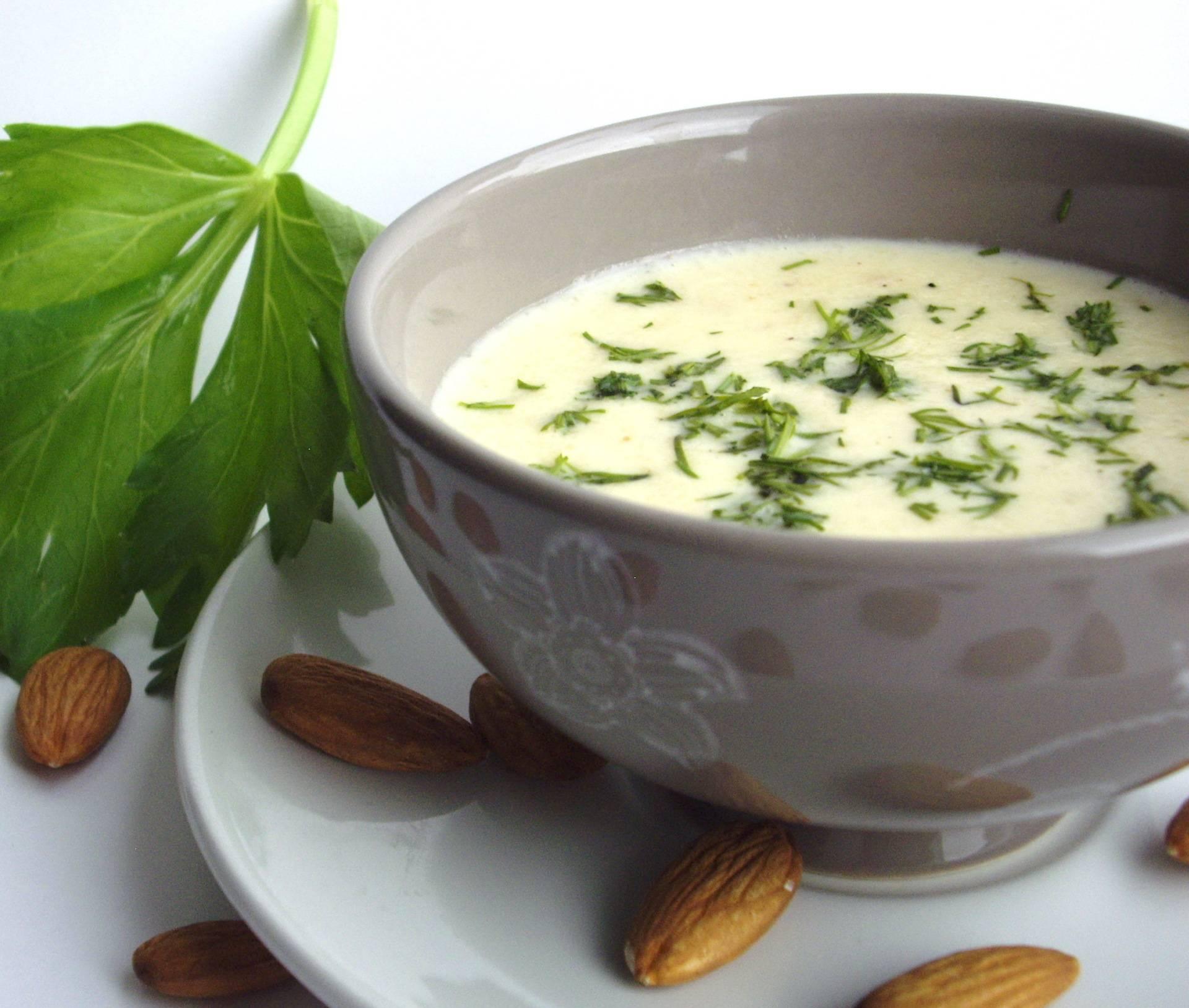 Куриный суп со свеклой и щавелем