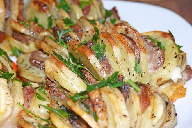 Картошка гармошка: рецепты с колбасой, салом, сыром, грибами, ветчиной, постная, с рыбой, в духовке, на сковородке, в мультиварке, аэрогриле