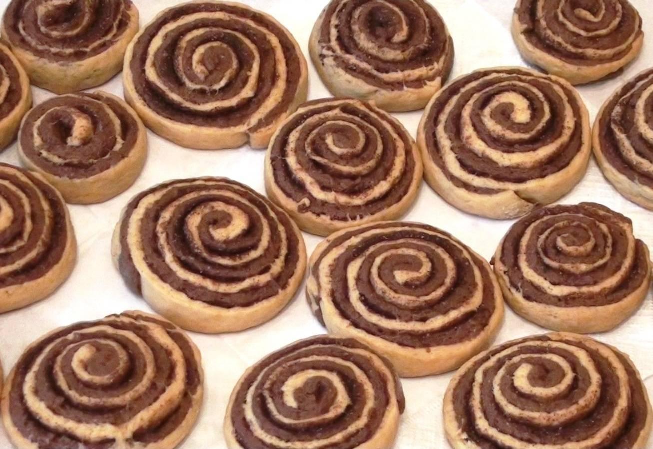 Дрожжевые булочки с вареньем розочки