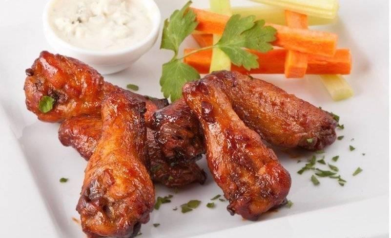Куриные крылышки в духовке - 39 домашних вкусных рецептов