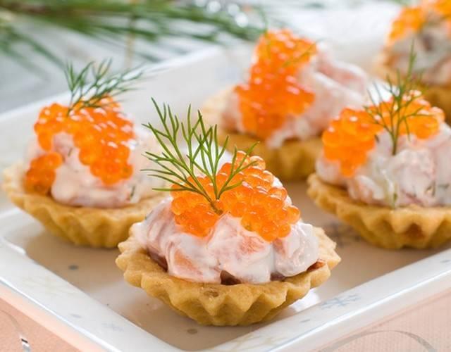 Быстрые салаты с красной рыбой холодного копчения