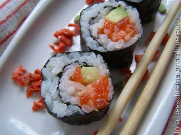 Фанатам полезной и вкусной пищи - эти роллы с красной рыбой бесподобны