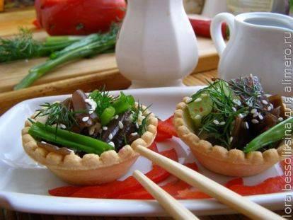 Быстрый рецепт салата с древесными грибами и овощами