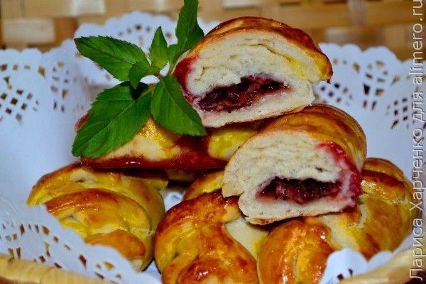 Пирог с замороженными ягодами из дрожжевого теста