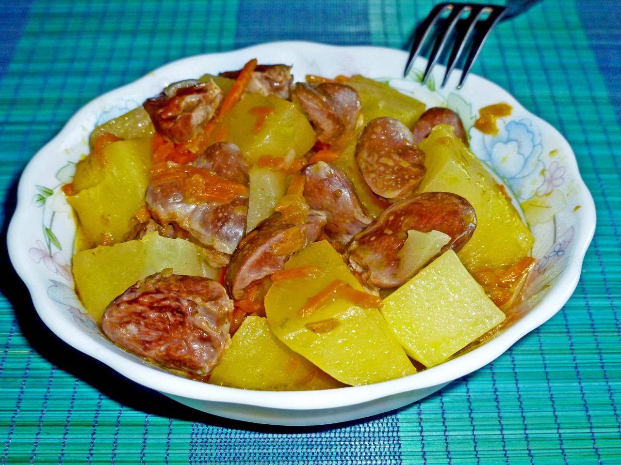 Как приготовить вкусную тушеную картошку с куриным филе и кабачком