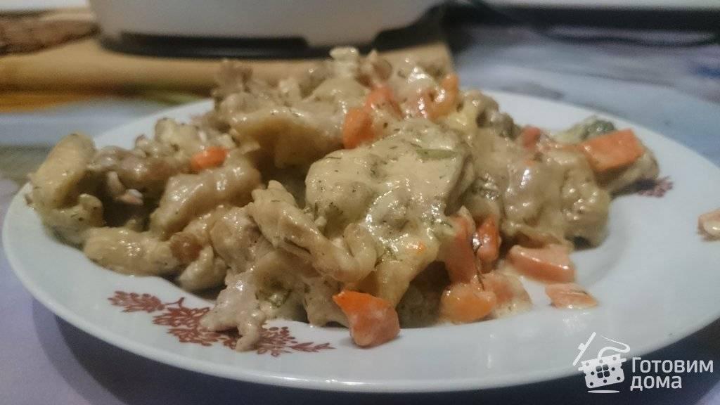Куриные грудки в сметанном соусе на сковороде
