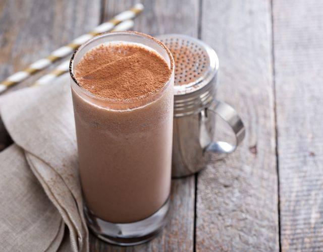 Молочный коктейль без миксера или блендера за 5 минут! | страна мастеров