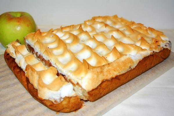 Яблочный пирог с творогом и лимоном