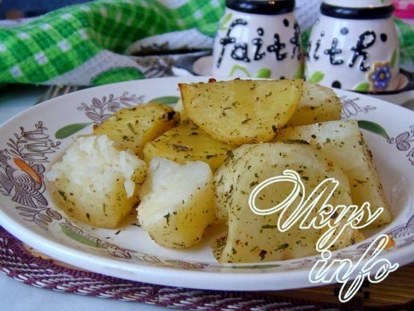 Картошка в микроволновке в пакете - быстрый рецепт с фото, как приготовить на webspoon.ru