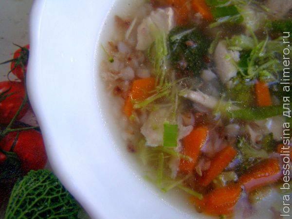 10 минут и легкий супчик с гречкой и брокколи в тарелке - рецепт простейший!