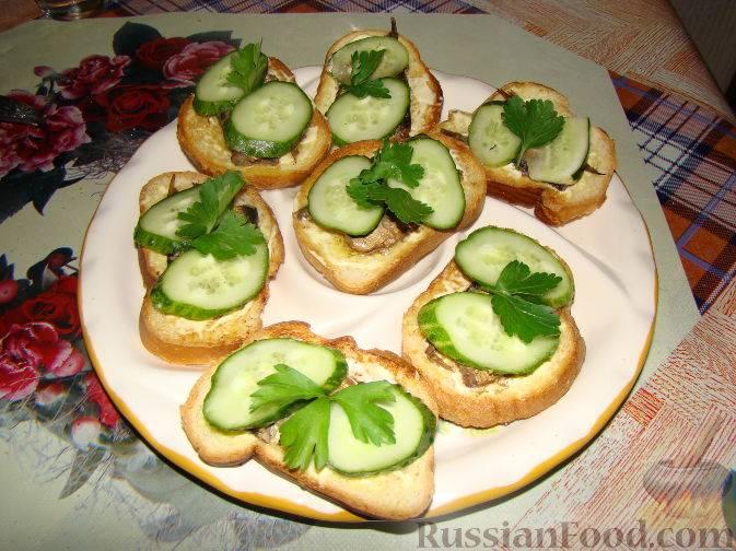 Бутерброды со шпротами на праздничный стол — простые и вкусные рецепты приготовления