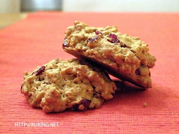 Шоколадное печенье с клюквой