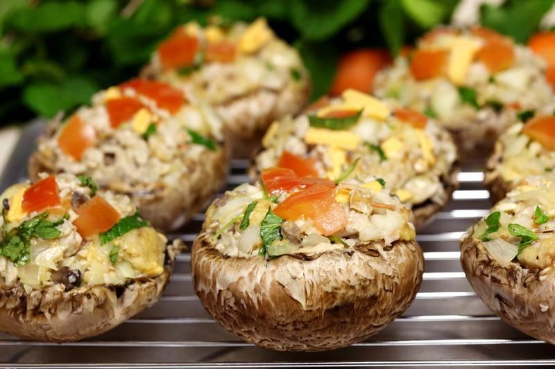 Фаршированные грибы шампиньоны в духовке с сыром: лучшие рецепты
